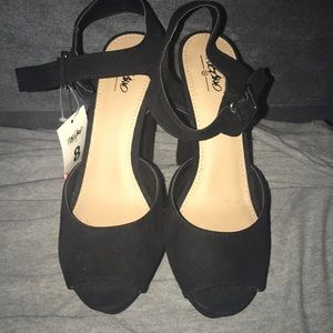 Size 8 pumps new with tags